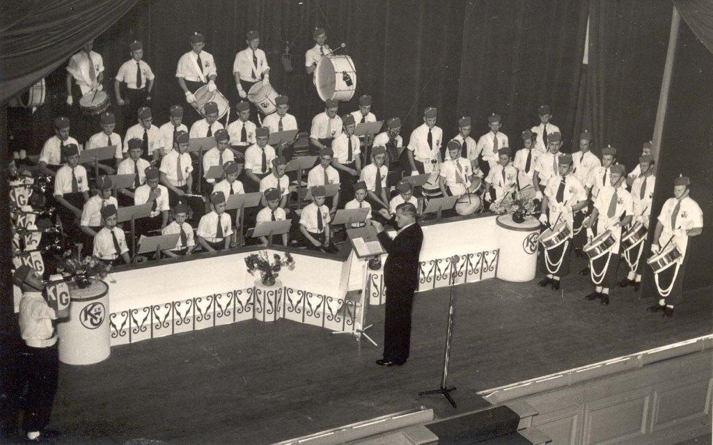 K&G tijdens een concert in de Stadsgehoorzaal in Leiden (1953)